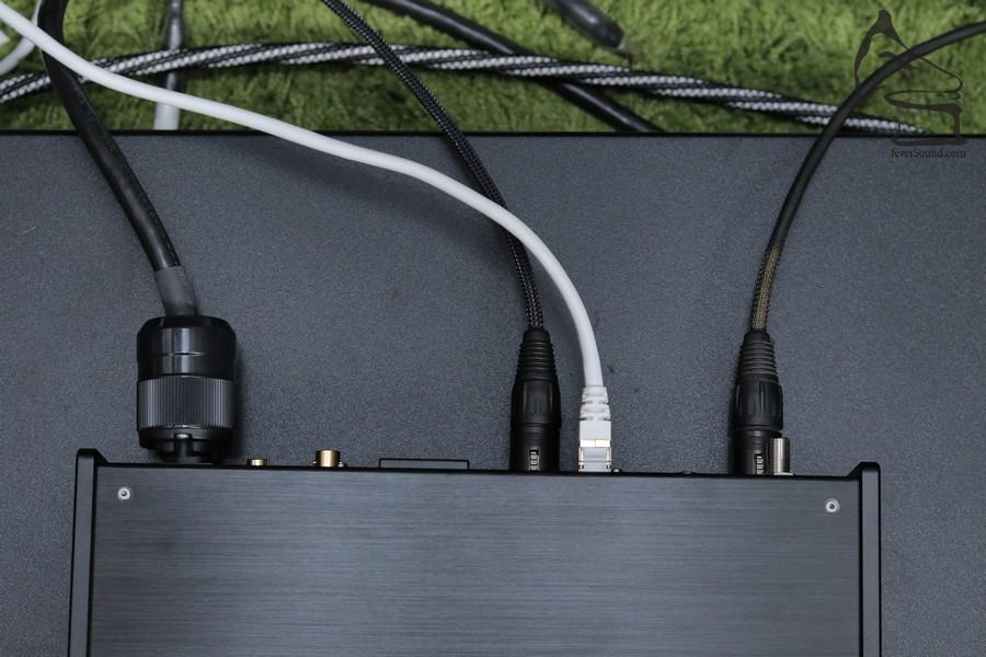 串流播放的好處是接線可以變得很少,NT-503就這樣已經可以發揮出終極音質了。