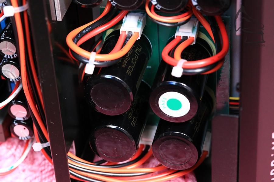 電容使用自家訂製的產品