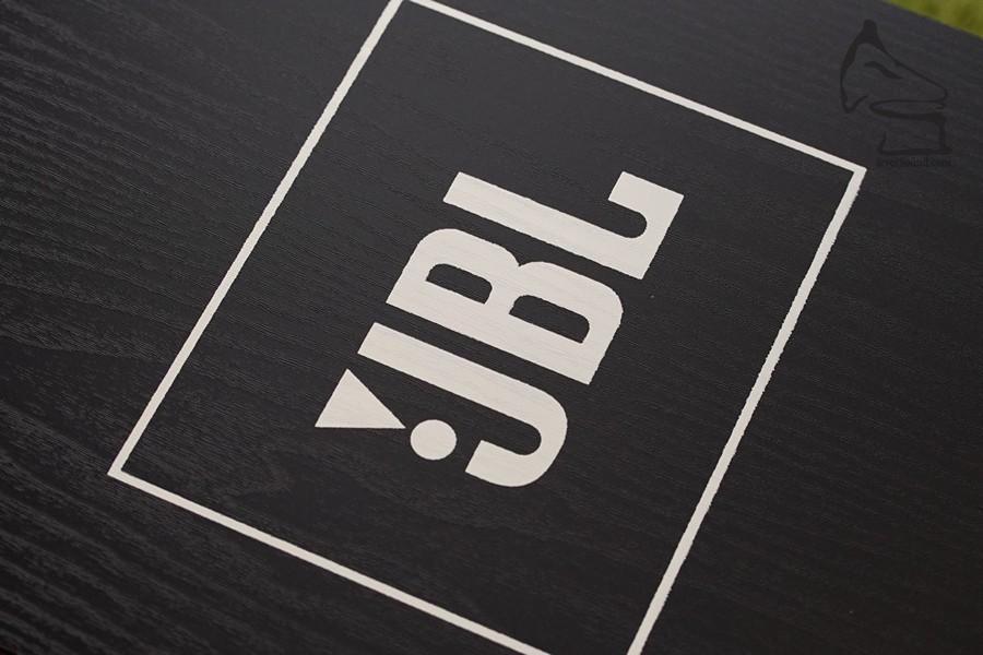 木框加藍面很經典,但其實是日本市場要求版本,真正的4312,個人認為Studio Black加JBL大Logo才正宗