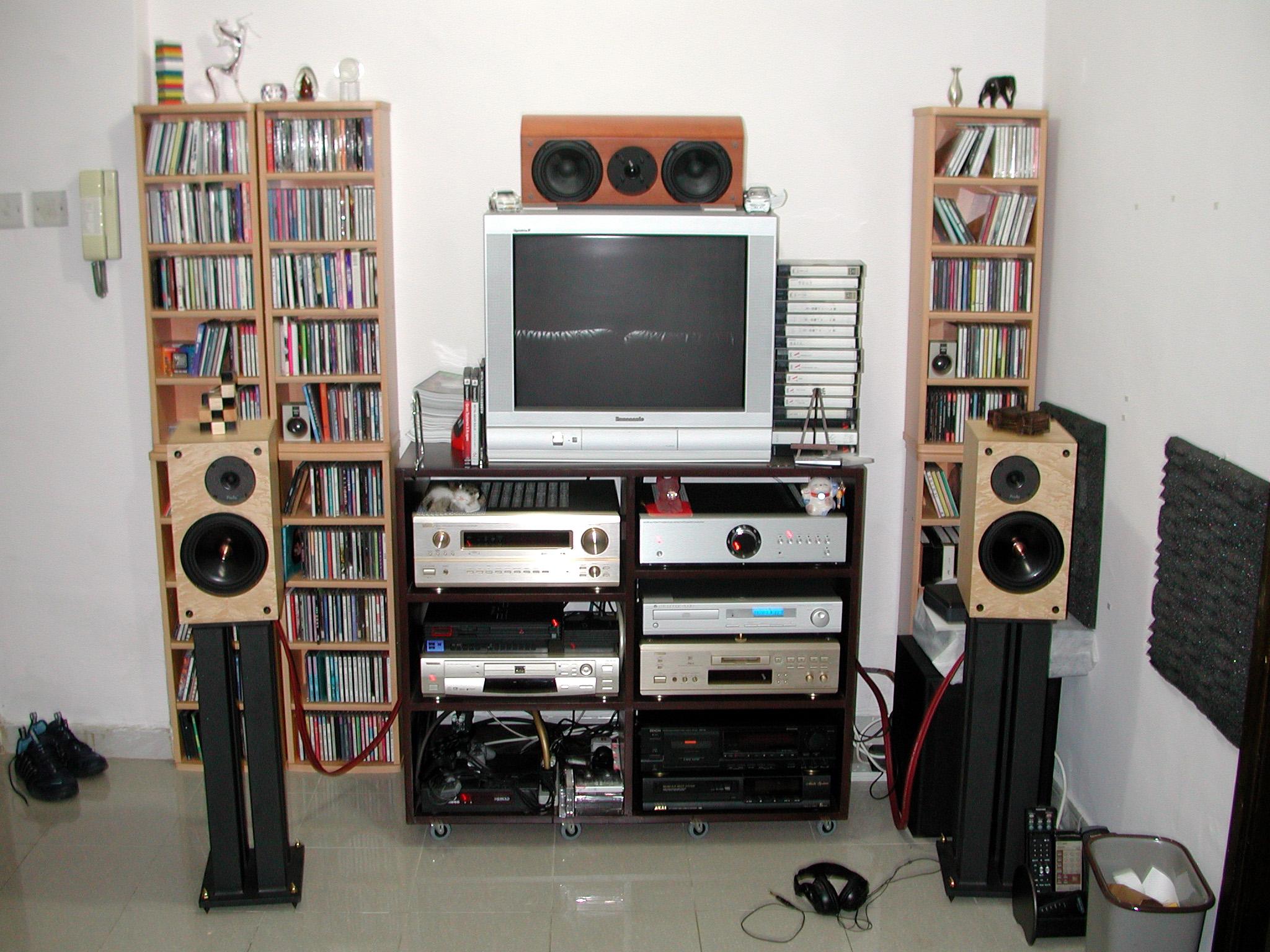國仁15年前的音響…Cambridge Audio的CD機、MF的A300合併機推動ProAc T2000S,很「英國」呵!
