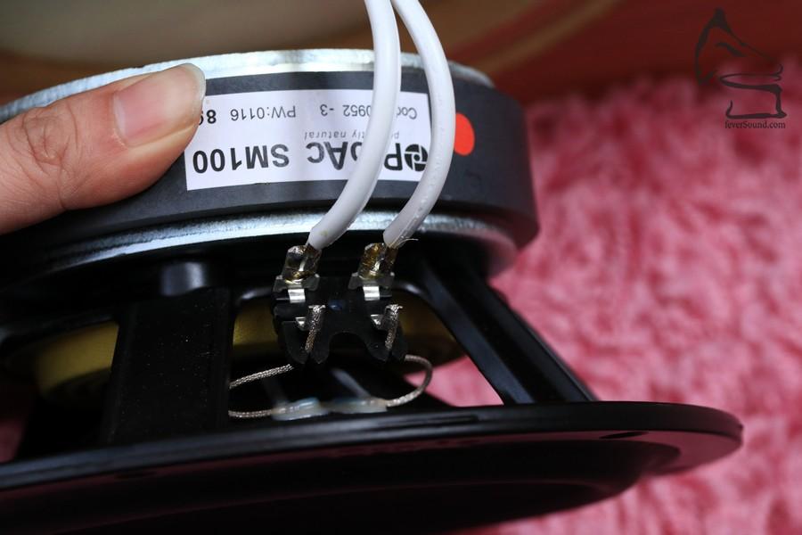單元接線不用工業線耳,而是直接焊接,沒錯,維修上會困難得多,但聲音上是絕對正面的
