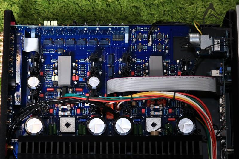 放大線路百分百左右獨立全對稱設計,減少聲道串音及相互干擾