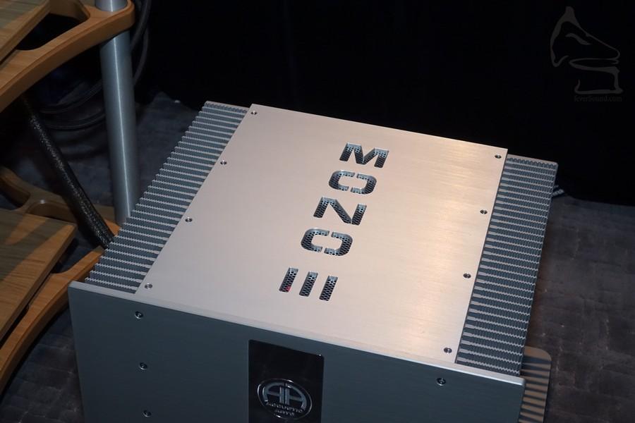 Accustic Arts 的旗艦單聲道後級 MONO III,內裡使用 24 組 MOS-FET 功率管,以及兩隻達 1,600 VA 的巨型環牛供電