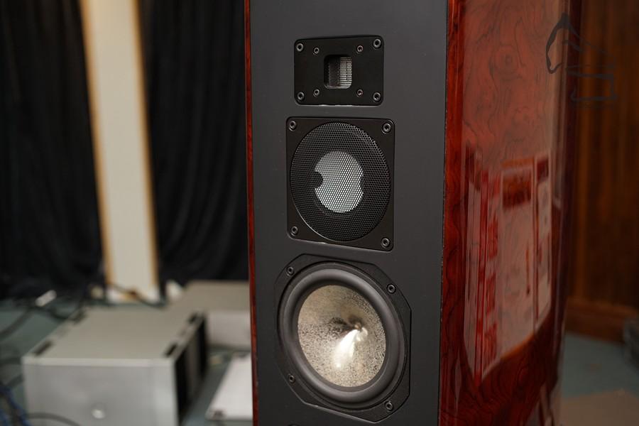 Violet的揚聲器,使用上世界上數一數二最靚聲的單元