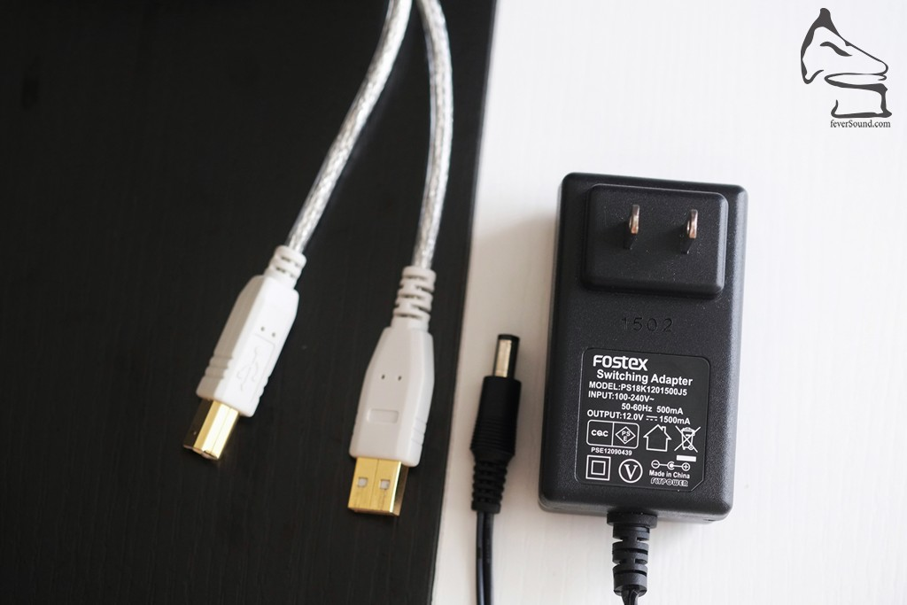 隨機跟的火牛是兩腳插...幸好是世界電壓,就算想另配12V/1.5A火牛亦不難找