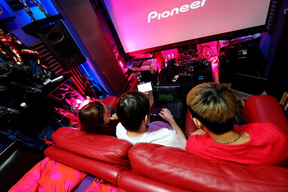 Coma的家庭影院也包括了D-Box體感裝置
