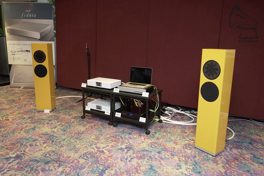 方浪音響的系統看似一貫簡約,包括Alluxity的串流機、合併擴音機推Manger揚聲器,不過還有細節…