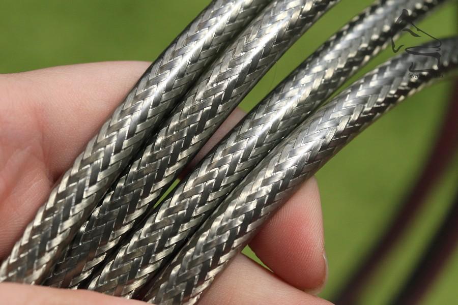 使用錳鋅鐵氧體(Zn/Mn Ferrite)製作線身屏蔽部分