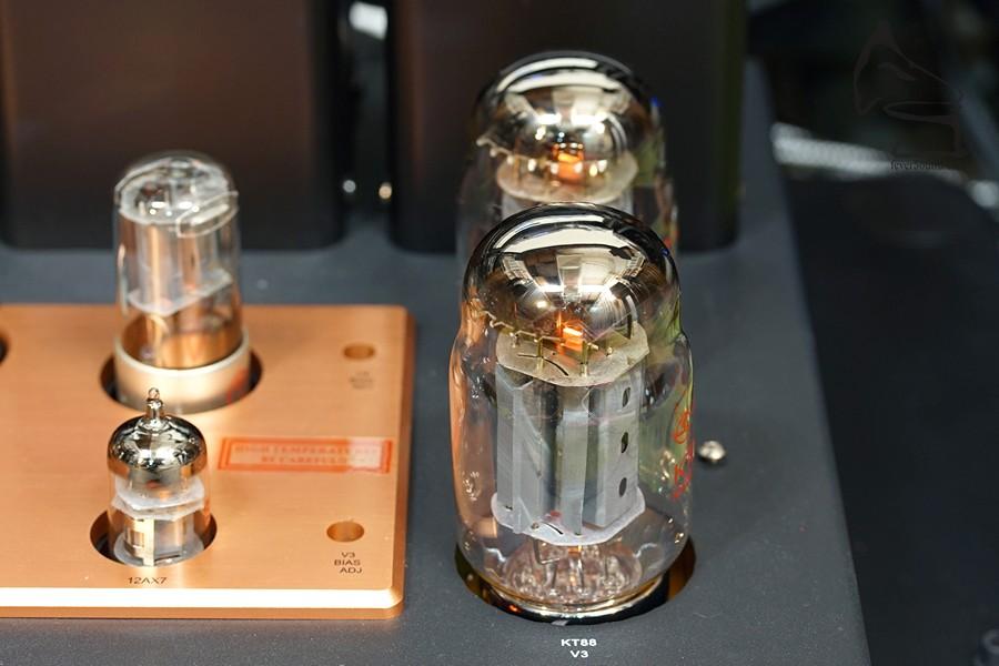 原裝KT88,聲音合格,但換成KT120後,音質及推動皆升了兩級