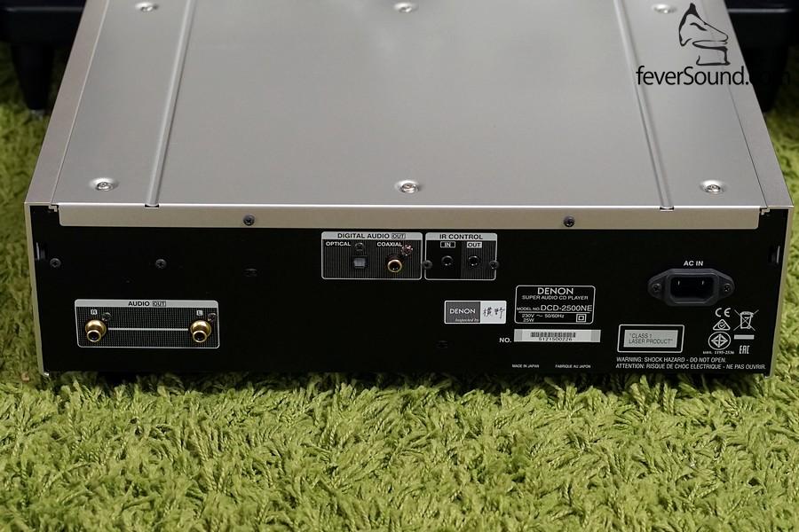 DCD-2500NE機背,RCA輸出、數碼則為同軸及光纖