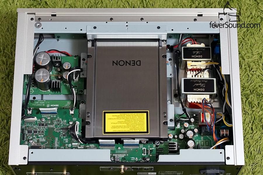 DCD-2500NE機內圖,可見轉盤上方加上不鏽鋼板作穩定轉盤之用