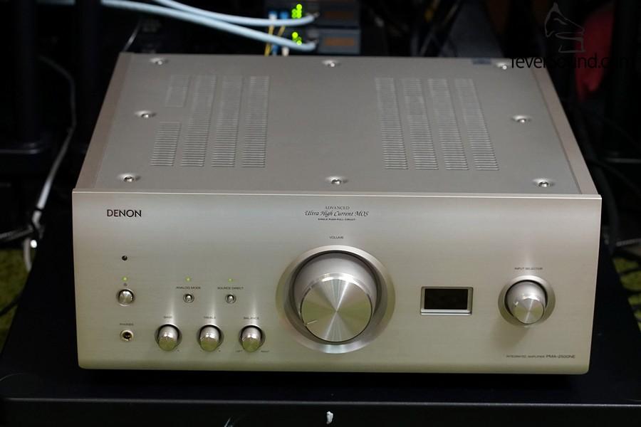 PMA-2500NE面板上最大的不同,是設有小型LED顯示。