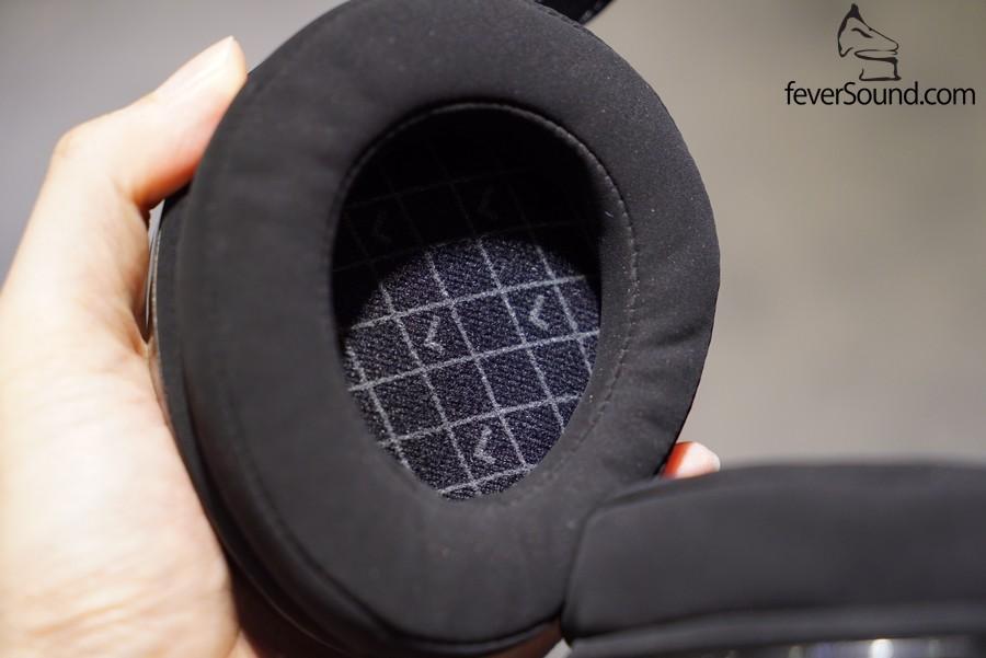 單元為 50mm Dynamic - Biocellulose Diaphragm,亦可清楚見到左定右,夠細心