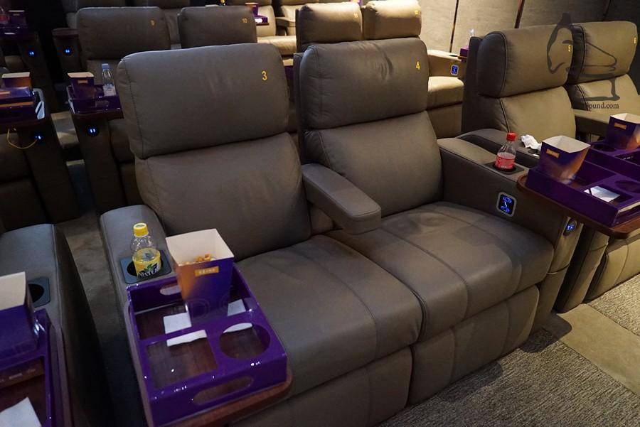 影院內的座椅為 Ferco 產品,可獨立調校斜度及腳踏的高度,高級享受