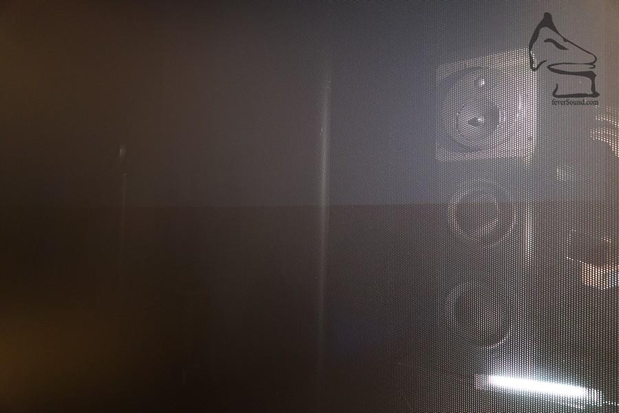 還有三隻超低音,隱藏在透聲幕料之後面