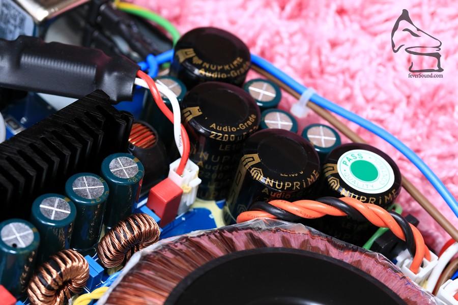 自家訂製的濾波電容,一共2200uF X 4