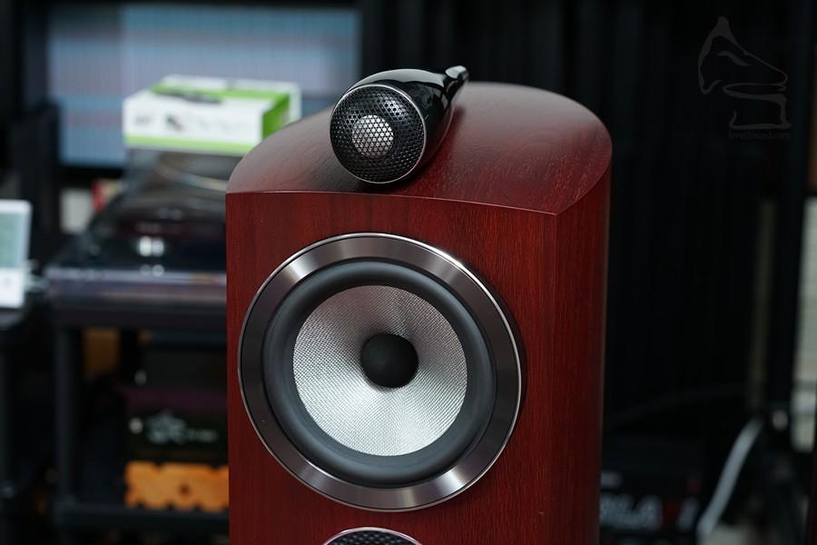 鑽石高音一般用在座地揚聲器,而且售價也不菲,805D3罕有把鑽石高音安裝在書架上,售價也比較相宜