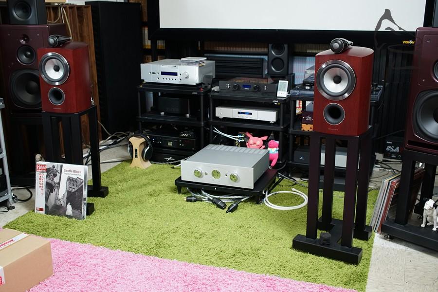 三部擴音機輪流推動,Balanced Audio Technology、Zero Position及Accustic Arts…十萬、三萬到四千的機都推到,新一代805D3確是平易近人