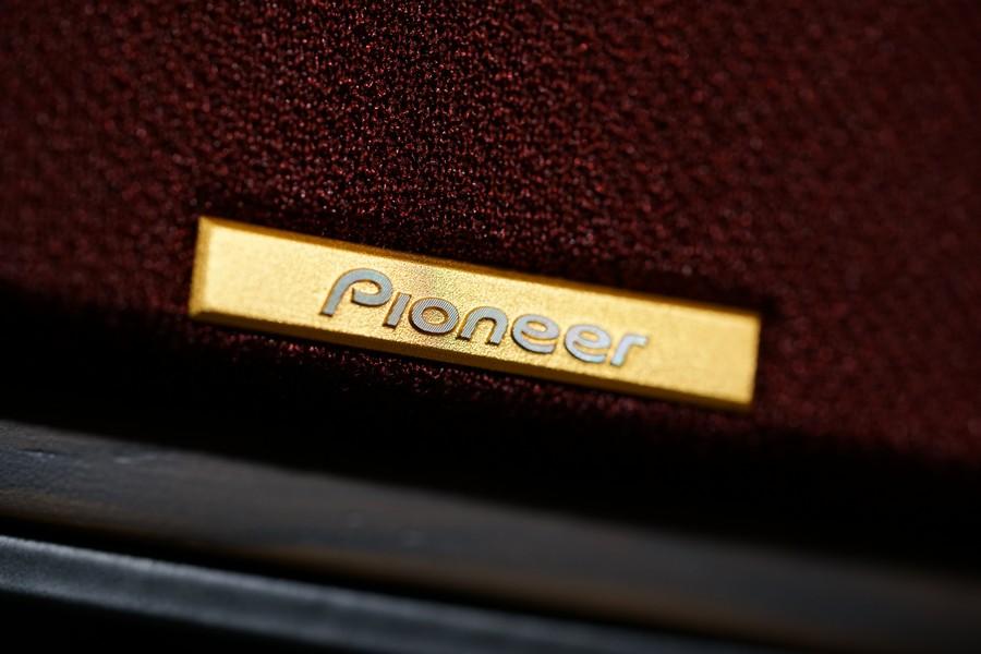 面網上有靚到爆的金屬 Pioneer 招牌