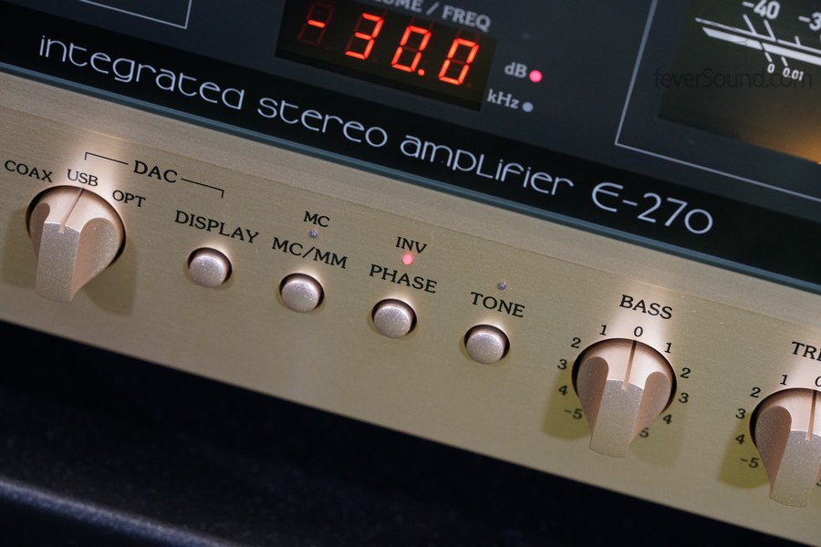 反相掣,一來可解決XLR接線相位不同,二來可因應聆聽反相錄音時使用