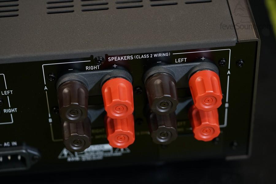 巨型Binding Post,可同時接兩對揚聲器