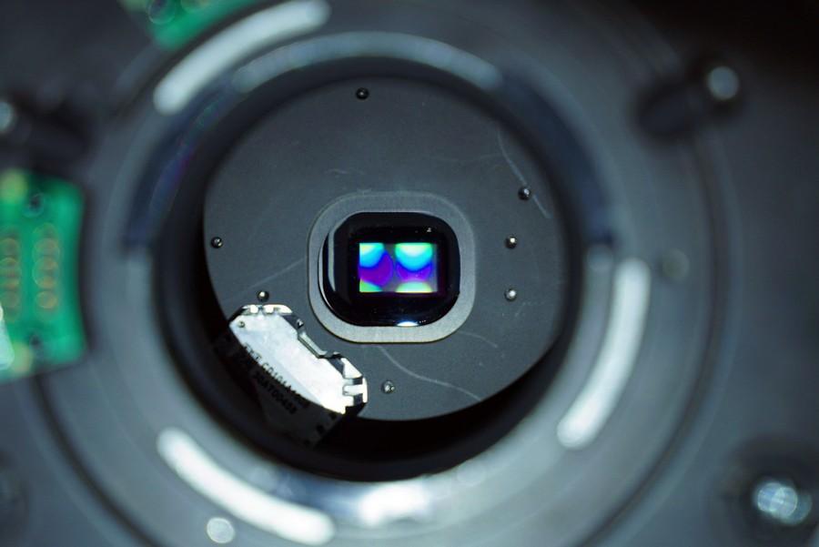0.9吋DMD,是TI德儀專為Barco而生產,比0.66吋版本擁有更高的畫面密度