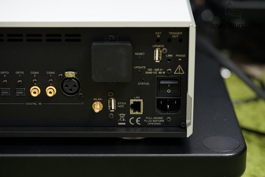 網線可用RJ45接頭,也可作WiFi接駁