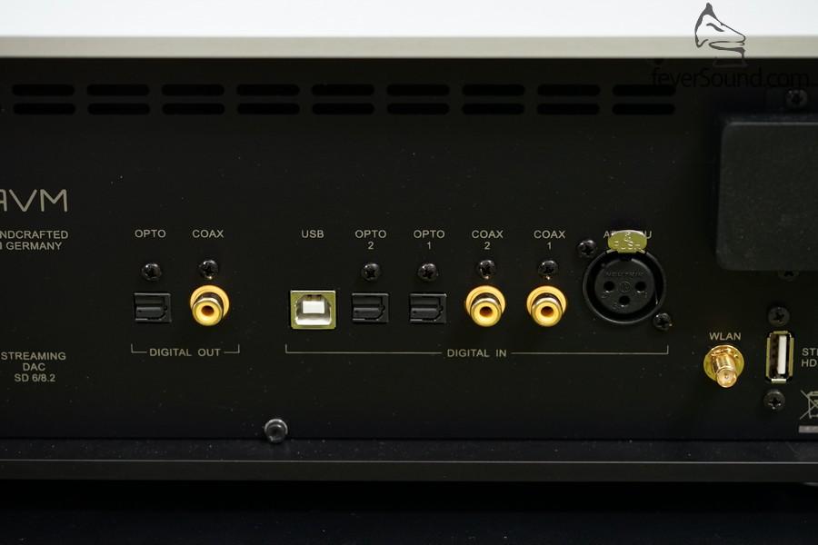 6組數碼輸入,包括支援DSD128的USB,以及專業級AES/EBU,亦有兩組數碼輸出,可作分區音響設定之用