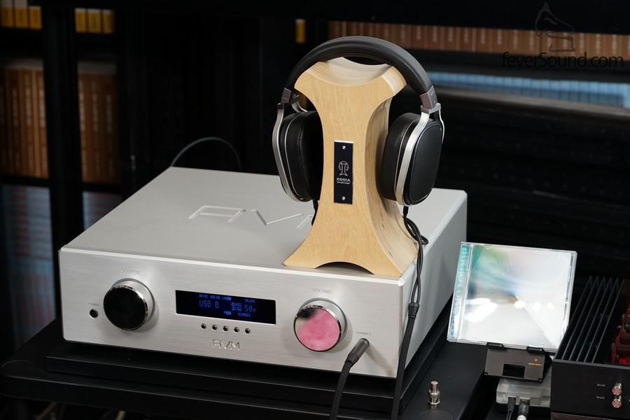 耳機輸出也很細心地設計,推動力足可推動平面震膜的OPPO PM-2,不粗聲之餘聲音亦活生。