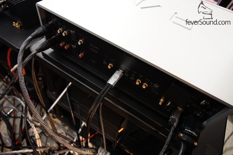 雖然機背端子眾多,但要簡單可以好簡單,一條電源線,一對訊號線接有源喇叭,再加一條網線或USB線已經可以欣賞靚音樂。