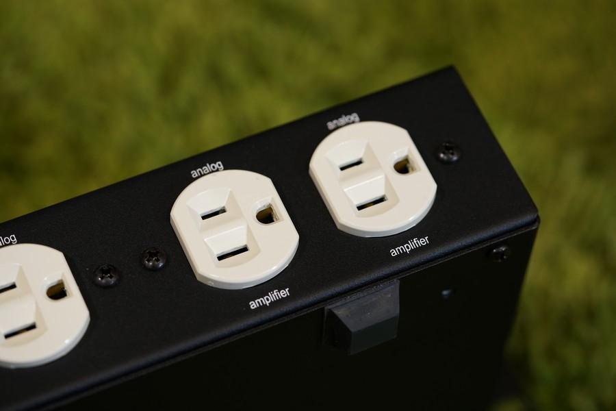 Lightspeed的電處向來不限流沒有濾波,因此任何型號都可以放心接上擴音機使用