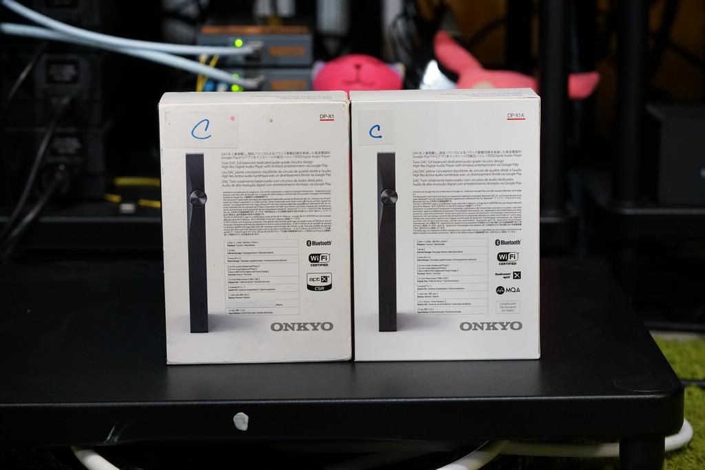 左:原版、右:新版,背面多了MQA的LOGO