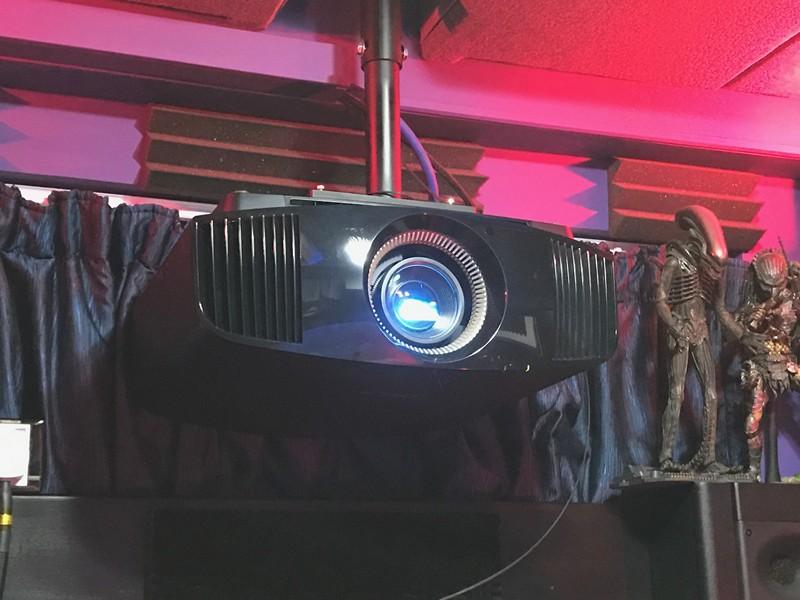 測試用的Sony VPL-VW520ES真實4K HDR投影機