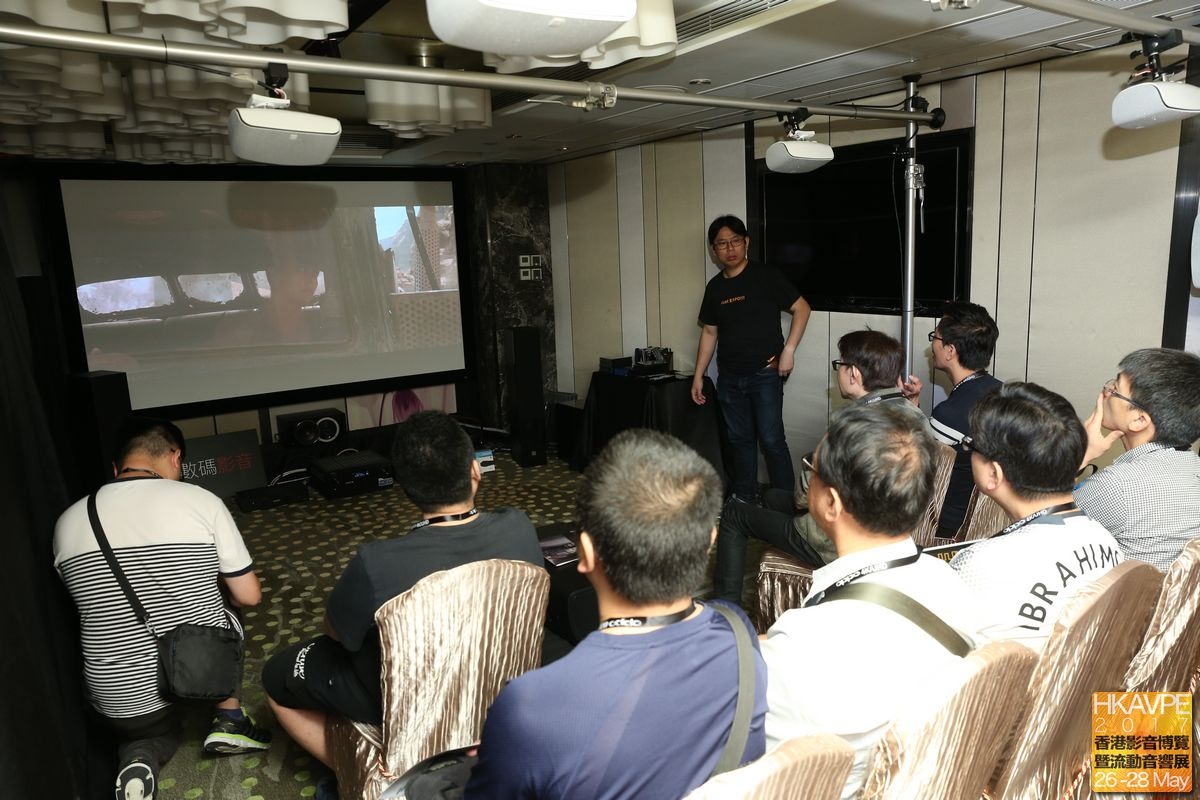 另一邊則以標準杜比全景聲方式展示,揚聲器為Dali,屏幕則是OS Screen