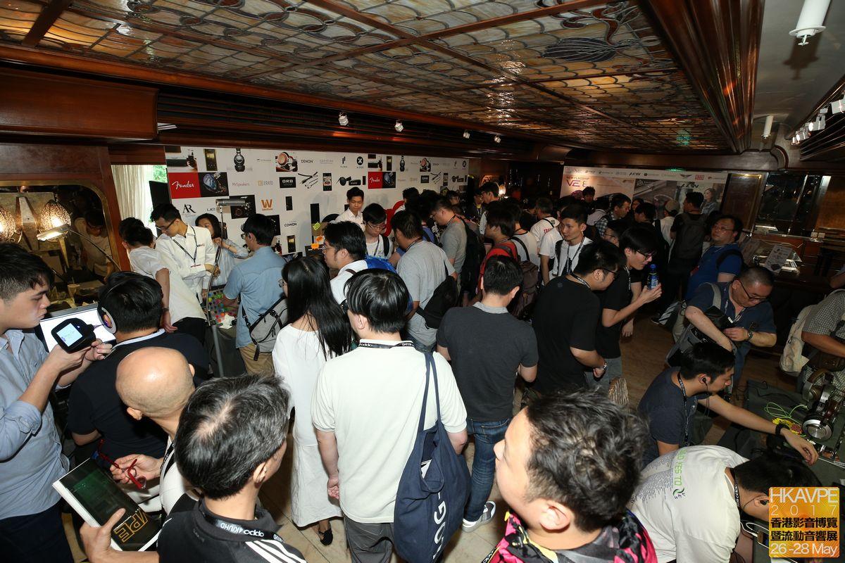 耳機區人數之多,真的有點誇張,反映香港玩耳機的熱潮,方興未艾