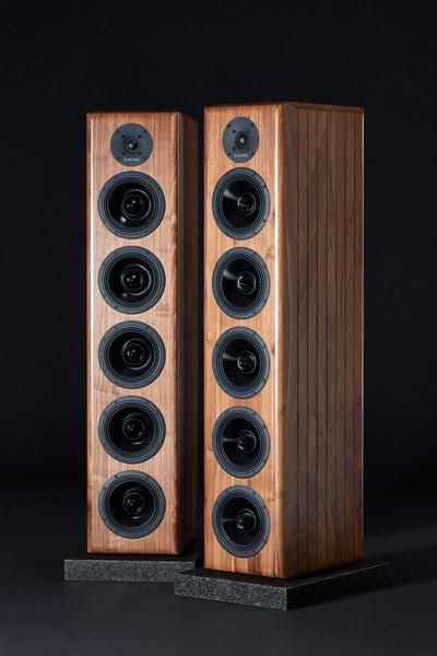 捷克揚聲器品牌Xavian推出旗艦揚聲器Prometeo,三路六單元,重80公斤之巨物,高3.66米,由一套美國Balanced Audio Technology旗艦擴音機推動 (富豪3C AV Hospital)